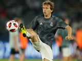 Luka Modric warms up for Real Madrid on December 19, 2018