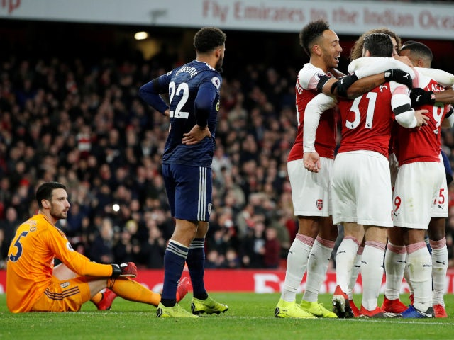Alexandre Lacazette and his teammates celebrate Arsenal's second goal against Fulham on January 1, 2019