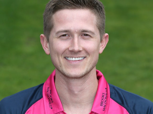 Result: Joe Denly guides Sydney Sixers to victory with unbeaten 76
