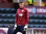 Nick Pope warms up for Burnley on December 26, 2018
