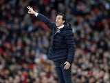Arsenal manager Unai Emery gives orders on January 1, 2019