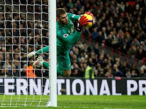 De Gea heroics help Man Utd extend winning run