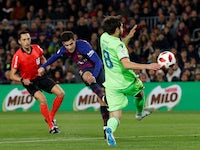 Barcelona's Philippe Coutinho shoots at goal during the Copa del Rey clash with Levante on January 17, 2019.