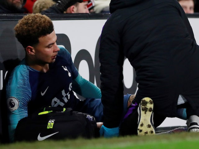 Dele Alli sits injured on January 20, 2019