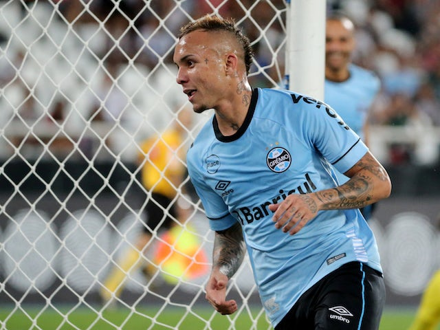 Everton Soares confirms offer amid Arsenal links