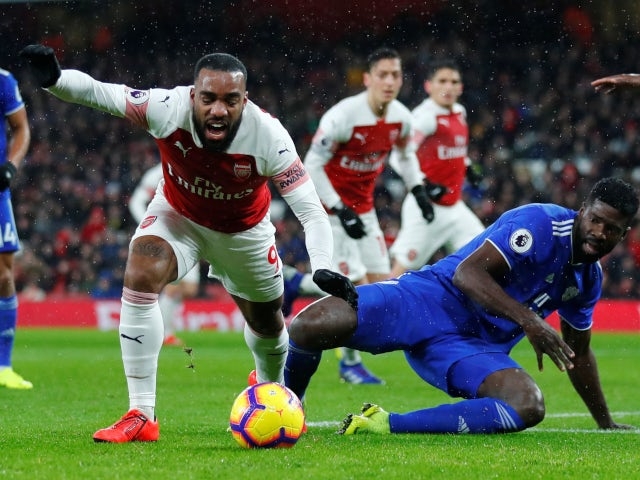 Alexandre Lacazette goes to ground in Arsenal's Premier League meeting with Cardiff City on January 29, 2019
