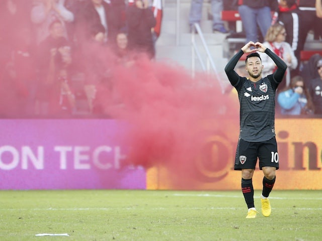 Man City 'make late swoop for Luciano Acosta'