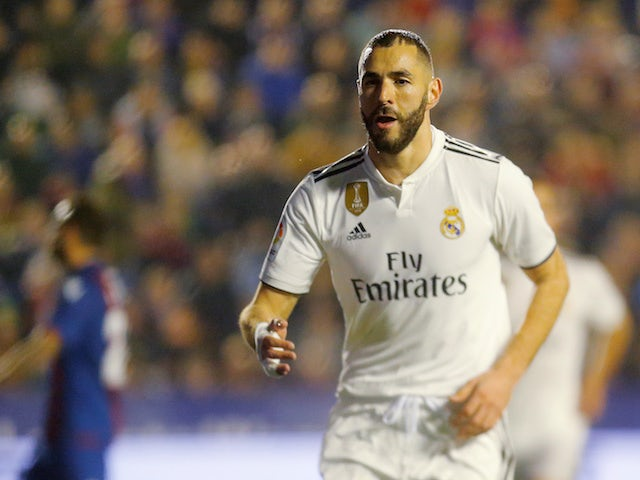 726584207 Real Madrid forward Karim Benzema celebrates his goal against Levante on  February 24
