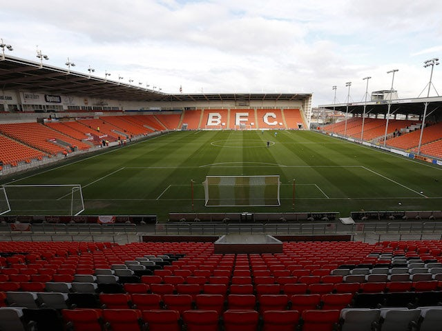 Oliver Casey joins Blackpool from Leeds for undisclosed fee