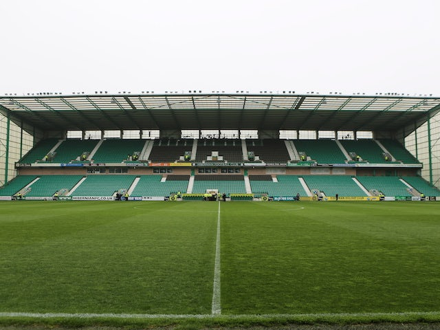 Hibernian bring in goalkeeper Dillon Barnes from QPR on loan