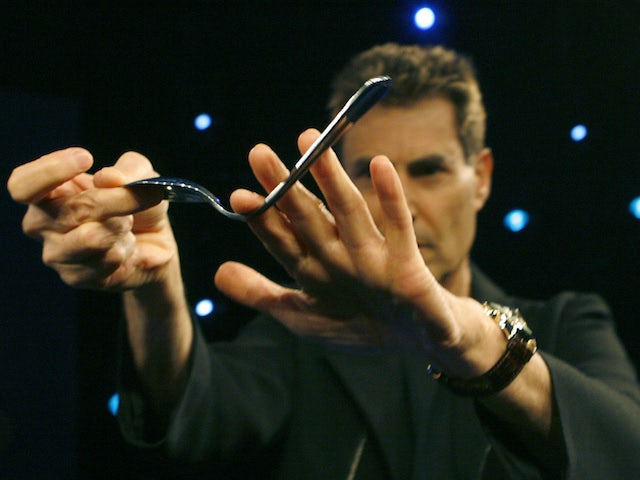Uri Geller vows to help England win Rugby World Cup