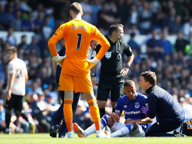 Everton's Richarlison suffers a rib injury against Manchester United in the Premier League on April 21, 2019.