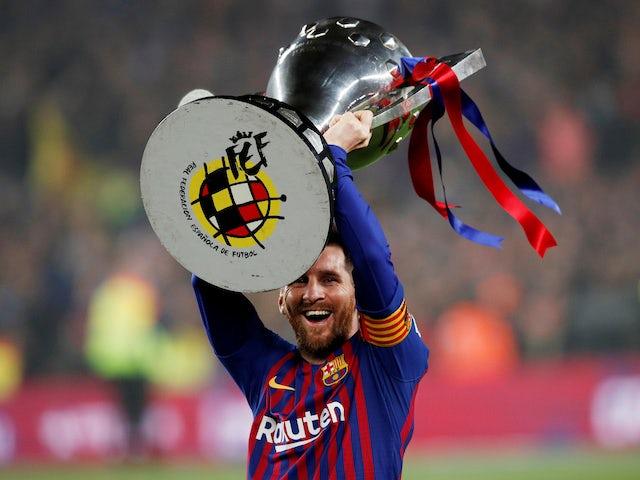 Lionel Messi lifts the La Liga trophy on April 27, 2019