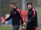 Arsenal goalkeepers Petr Cech and Deyan Iliev during training ahead of a Europa League match in February 2018