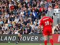 Worcester's Duncan Weir kicks a penalty to win the match against Saracens on May 18, 2019