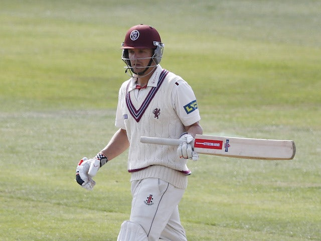 James Hildreth keeps Somerset in contention against Surrey