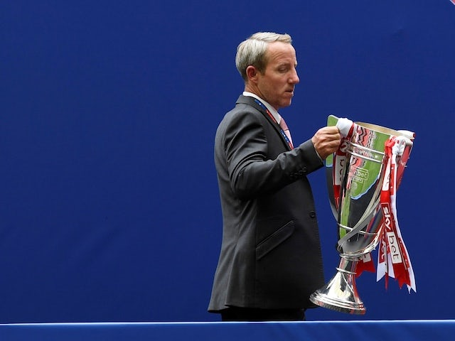 Lee Bowyer pens new Charlton deal despite exit reports
