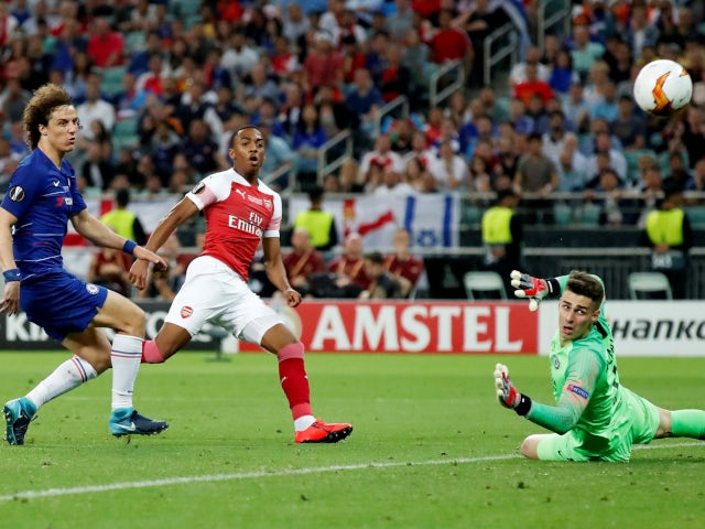 Joe Willock has a go at goal for Arsenal in their Europa League final defeat to Chelsea on May 29, 2019