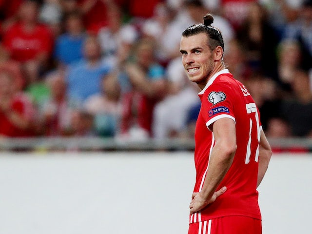 Ryan Giggs defends Gareth Bale after missed opportunity for Wales