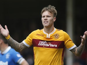 Ex-Leeds striker Lee Erwin signs for Ross County