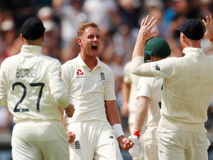 Stuart Broad bags early wickets to leave Australia three down by lunch