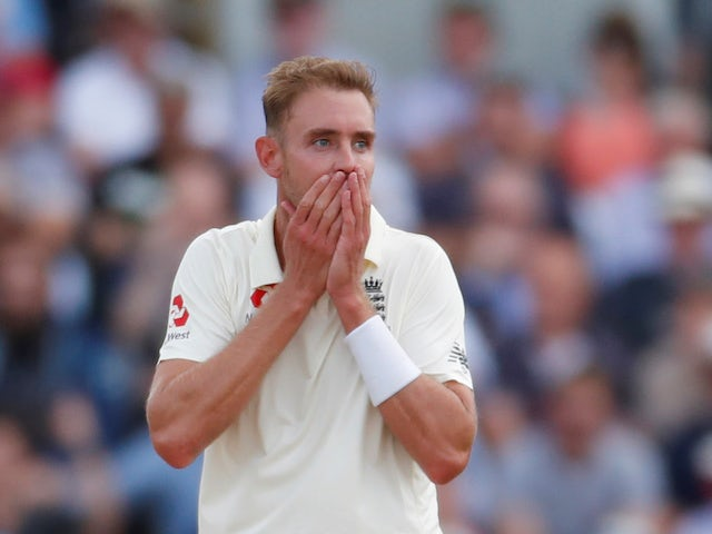 Stuart Broad, Chris Woakes star as Australia collapse on opening day