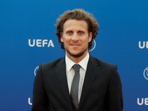 On This Day: Diego Forlan arrives in Manchester to complete United move