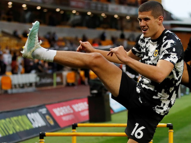 Conor Coady warms up for Wolves on August 29, 2019