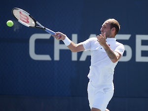 Evans sets up meeting with Federer in third round