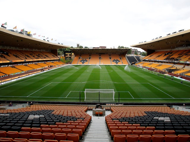 Wolves 'enter race for Preston defender'