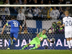 Jorginho penalty sees Italy past Finland