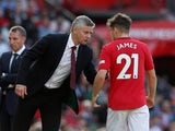 Ole Gunnar Solskjaer gives instructions to Daniel James on September 14, 2019