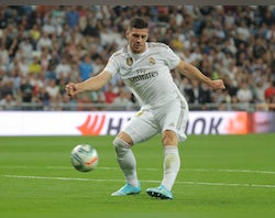 Berbatov urges Premier League clubs to move for Luka Jovic