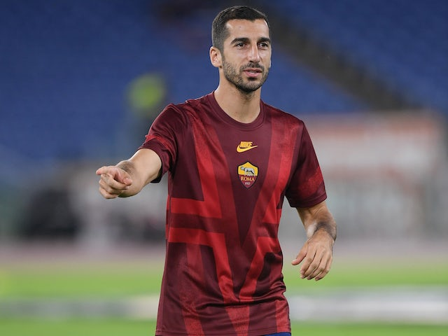 Henrikh Mkhitaryan warms up for Roma on September 19, 2019