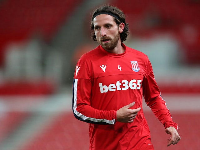 Joe Allen warms up for Stoke City on October 1, 2019