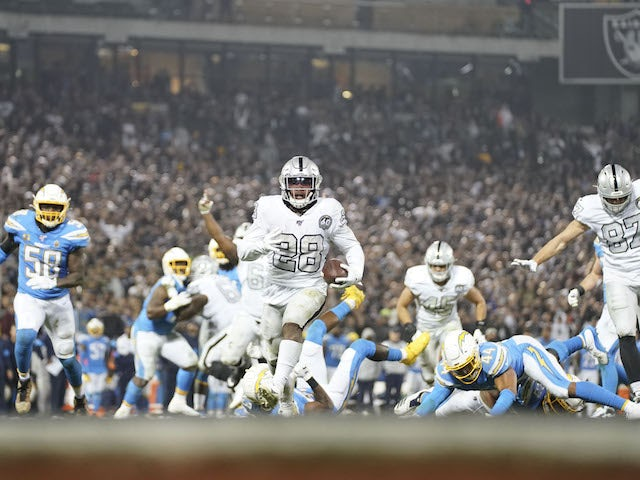 Result Late Josh Jacobs Touchdown Sees Oakland Raiders Edge La Chargers Sports Mole