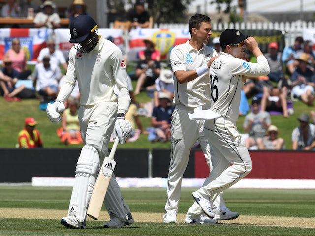 England all out for 353 after batting collapse in New Zealand