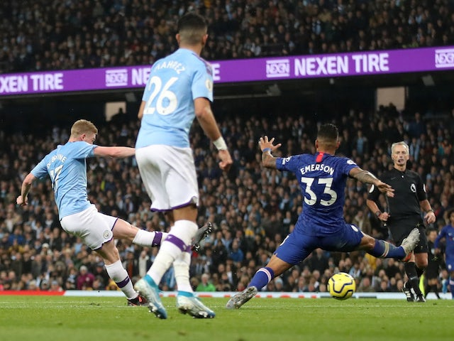 Manchester City's Kevin De Bruyne scores against Chelsea in the Premier League on November 23, 2019