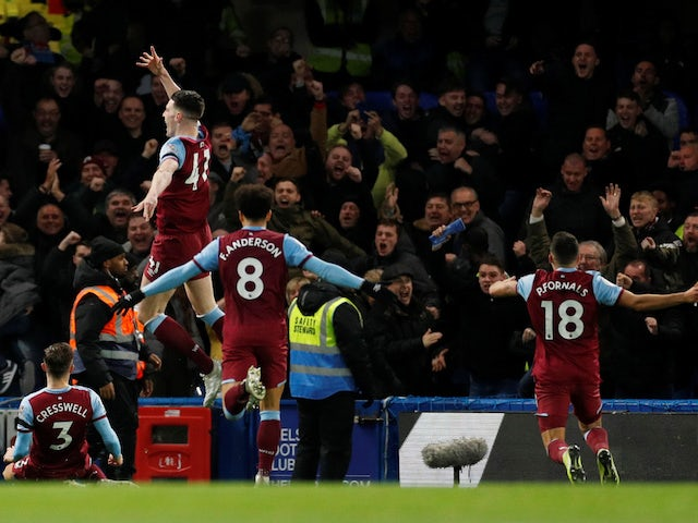 West Ham United players celebrate Aaron Cresswell's goal against Chelsea in the Premier League on November 30, 2019