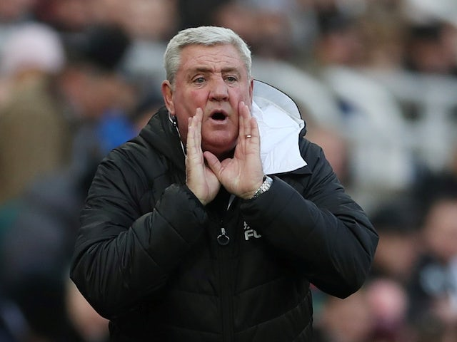 Newcastle boss Steve Bruce gives instructions on November 30, 2019