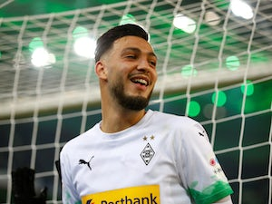 Gladbach defeat Bayern late on to remain top of Bundesliga