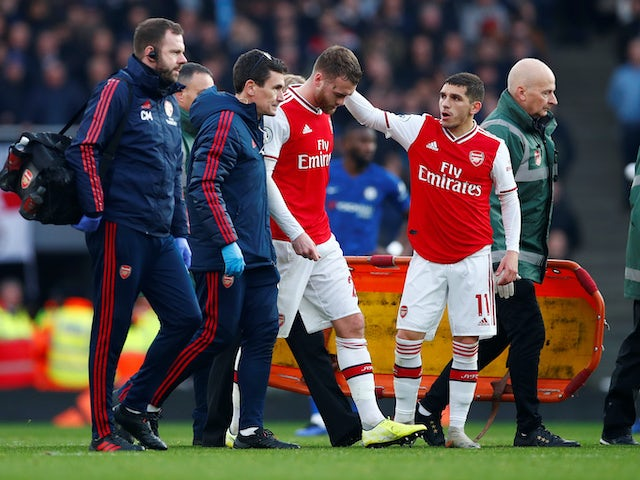 Calum Chambers goes off injured for Arsenal on December 29, 2019