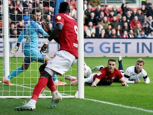 Bristol City ease past Luton to inch closer to playoffs