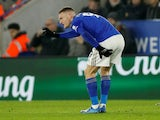 Leicester striker Jamie Vardy holds his injured glutes on January 22, 2020