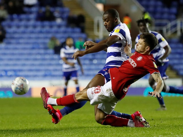 Bristol City's James Patterson in action with Reading's Yakou Meite on January 28, 2020