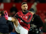 Bruno Fernandes warms up for Manchester United on February 1, 2020