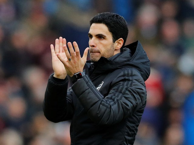 Arsenal manager Mikel Arteta applauds fans after the match on February 2, 2020