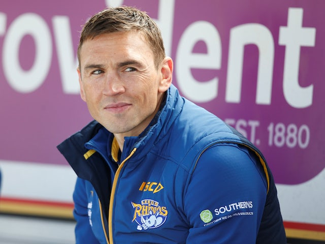 Kevin Sinfield to run solo Pennine marathon for Rob Burrow