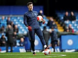 Kepa Arrizabalaga warms up for Chelsea on February 22, 2020