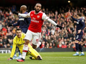 Alexandre Lacazette fires Arsenal past wasteful West Ham